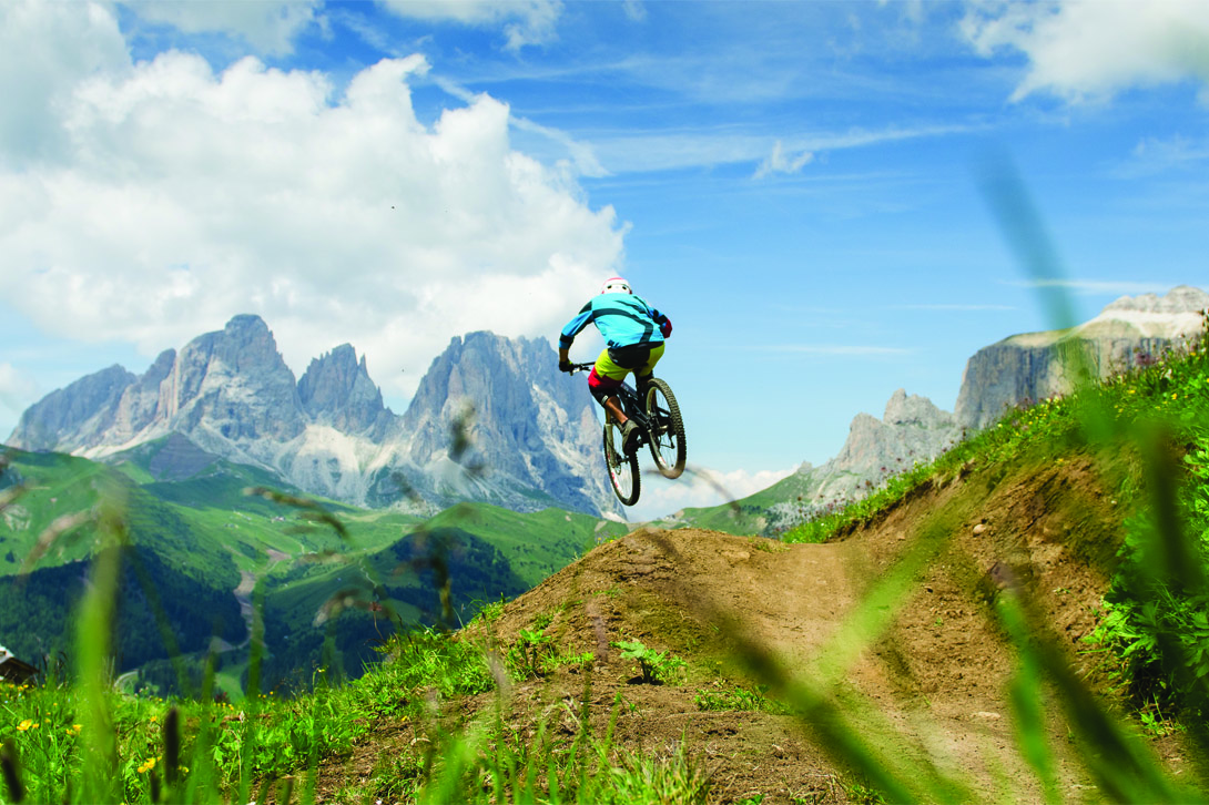 discese in downhill mountain bike in val di Fassa