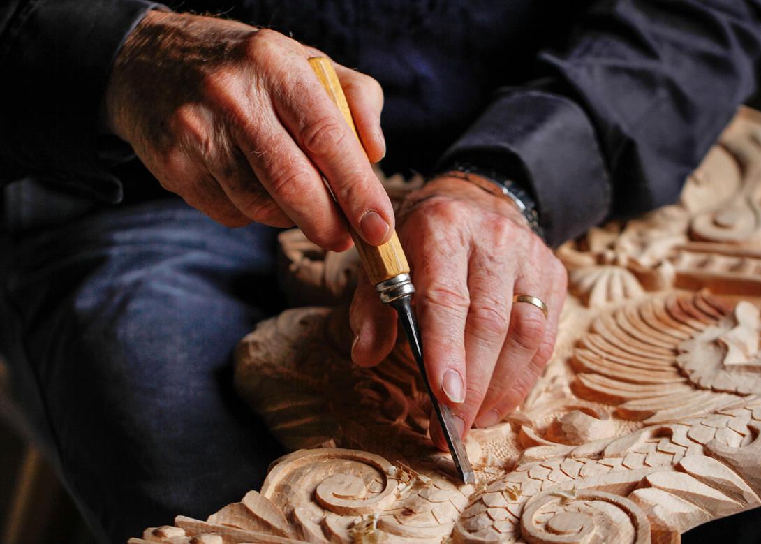 scultura di legno val di fassa